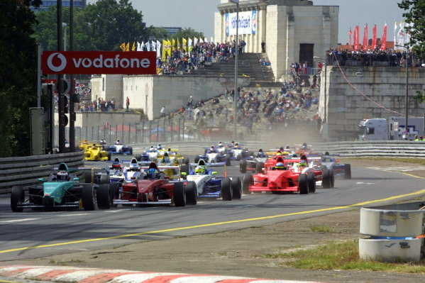 The start of the race.Formula BMW ADAC Championship, Rd5, Norisring, Germany. 30 June 2002.DIGITAL IMAGE