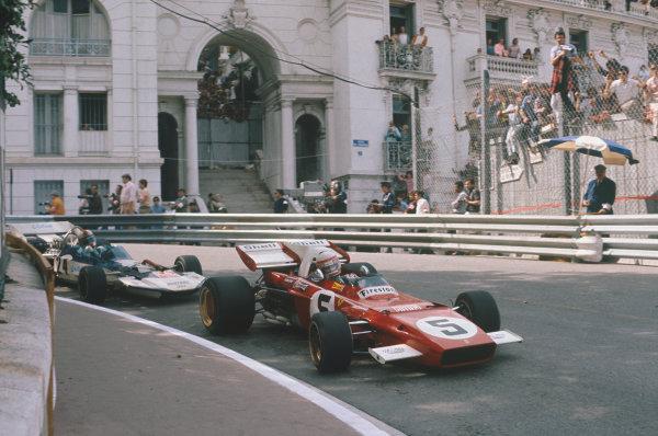 Monaco Grand Prix.  Monte Carlo, Monaco. 20-23rd May 1971.  Clay Regazzoni, Ferrari 312B2, leads Rolf Stommelen, Surtees TS9 Ford, at Mirabeau.  Ref: 71MON42. World Copyright: LAT Photographic