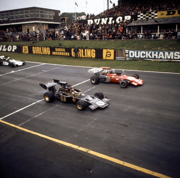 Brands Hatch, Great Britain. 22nd October 1972. Emerson Fittipaldi (Lotus 72-Ford), retired and  Ronnie Peterson (March 721G-Ford), 8th position, lead Mike Hailwood (Surtees TS9-Ford), 9th position,  at the start of the race, action.  World Copyright: LAT Photographic. Ref:  3/5189A