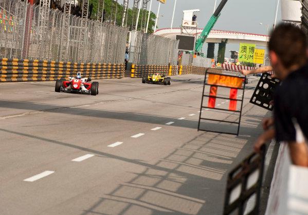 Formula Three. 16th - 19th November 2011. Circuit de Guia, Macau. Marco Wittmann, Signature leads Felipe Nasr, Carlin. Action. World Copyright: Drew Gibson/LAT Photographic. ref: Digital Image _Y2Z6306