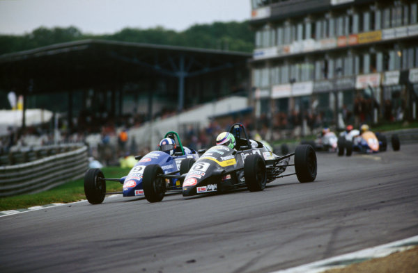 Brands Hatch, England. Dan Wheldon, leads Andrew Kirkaldy, action.  World Copyright: LAT Photographic. Ref:  Colour Transparency.