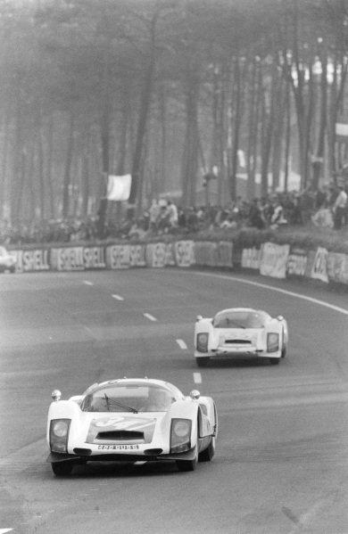 Robert Buchet / Gerhard Koch, Auguste Veuillet, Porsche 906/6 Carrera 6, leads Peter Gregg / Sten Axelsson, Porsche System Engineering, Porsche 906/6 Carrera 6.