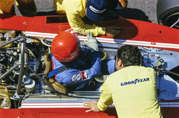 Niki Lauda, Ferrari 312B3 talks with his mechanics in the pits.