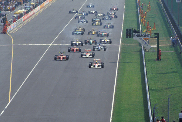 Ayrton Senna, McLaren MP4-5B Honda, leads Alain Prost, Ferrari 641/2, Gerhard Berger, McLaren MP4-5B Honda, Nigel Mansell, Ferrari 641/2, and Jean Alesi, Tyrrell 019 Ford, at the start of the race.