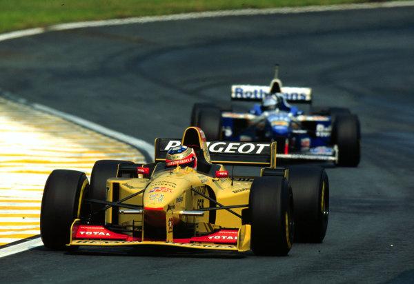 1996 Brazilian Grand Prix.Interlagos, Sao Paulo, Brazil.29-31 March 1996.Rubens Barrichello (Jordan 196 Peugeot).World Copyright - LAT Photographic