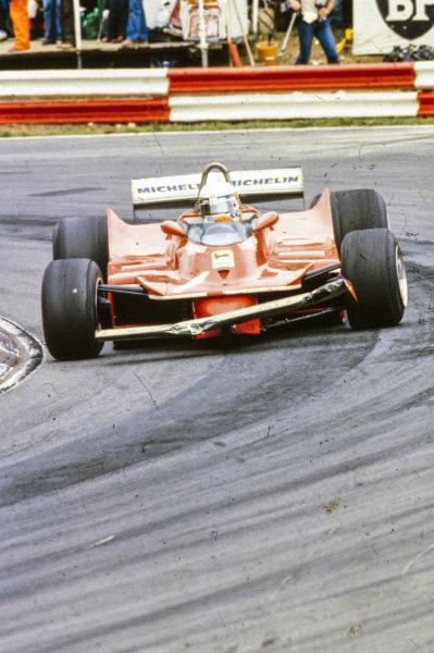 Jody Scheckter, Ferrari 312T5, with a damaged front wing.