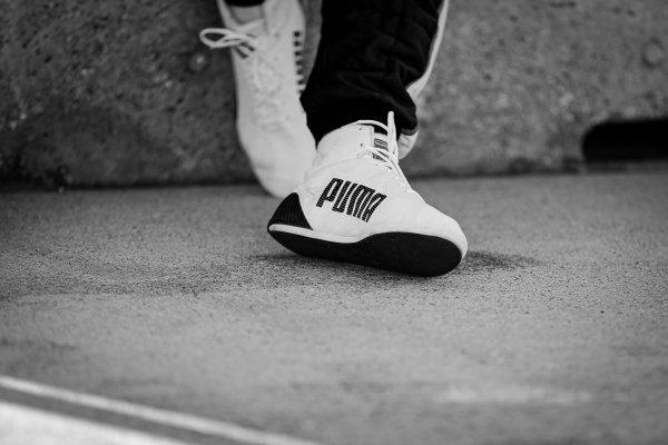 Josef Newgarden, Team Penske Chevrolet, shoes