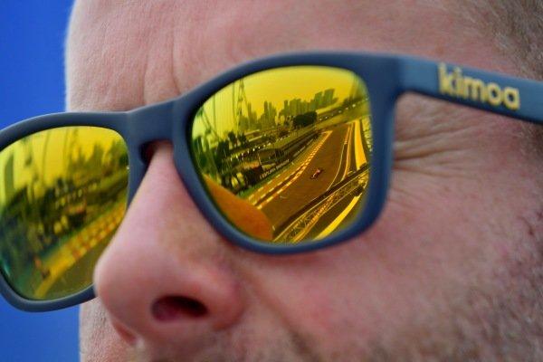 Carlos Sainz Jr., McLaren MCL34, reflected in some sunglasses
