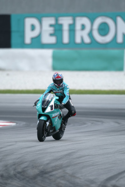 2003 Malaysian Grand Prix. Sepang, Kuala Lumpur, Malaysia.21-23 March 2003.Carl Fogarty (Foggy Petronas Racing) gives a demonstration run on the Foggy FP1 bike that his team is running in this years World Superbike Championship.World Copyright - LAT Photographic ref: Digital Image Only