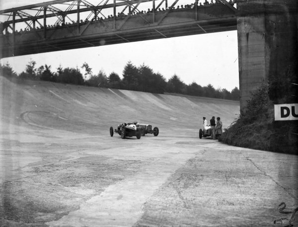 Lindsay Eccles, Bugatti T35B, approaches Malcolm Campbell's abandoned Sunbeam Tiger.