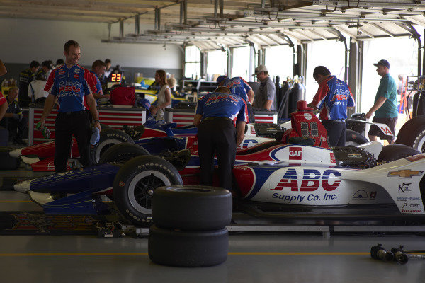 Matheus Leist, A.J. Foyt Enterprises Chevrolet, Tony Kanaan, A.J. Foyt Enterprises Chevrolet, crew, garage