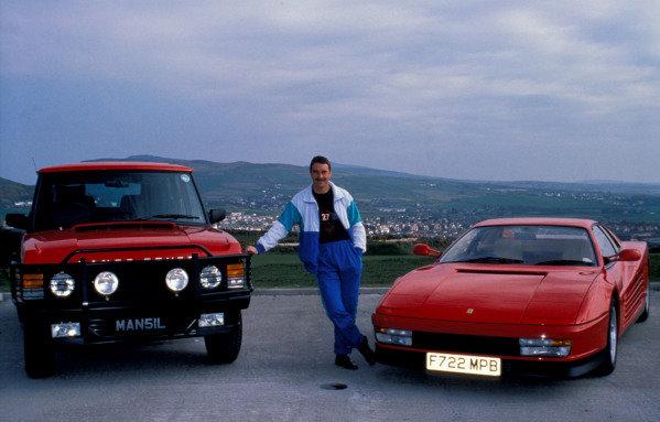 Isle of Man, United Kingdon. 18/4/1989. Nigel Mansell poses with a Range Rover and Ferrari Testarossa