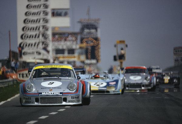 Manfred Schurti / Helmut Koinigg, Martini Racing-Porsche System, Porsche 911 Carrera RSR Turbo leads Reinhold Joest / Mario Casoni, Reinhold Joest, Porsche 908/03.