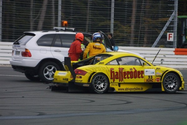 DTM Championship 2002, Round 10 - Hockenheimring, Germany, 6 October 2002 - Marin Tomczyk (Team Abt Sportsline Junior) had a big backwards collision with Bernd Mayländer (Oase AMG-Mercedes).