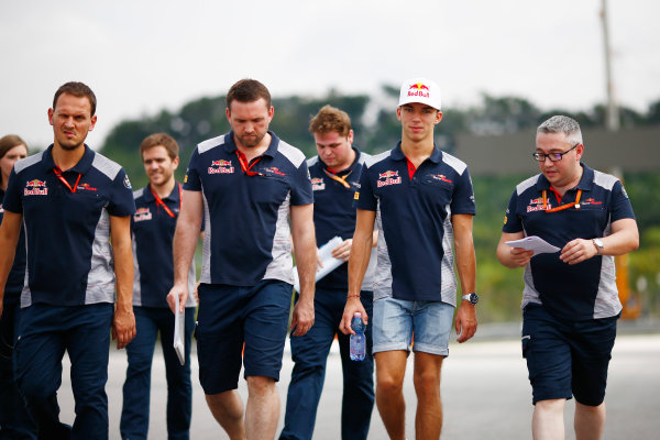 Sepang International Circuit, Sepang, Malaysia. Thursday 28 September 2017. Pierre Gasly, Toro Rosso. walks the track with his team. World Copyright: Andy Hone/LAT Images  ref: Digital Image _ONZ8176