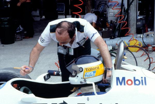 1982 Brazilian Grand Prix.Rio de Janeiro, Brazil. 21 March 1982.Frank Williams with Carlos Reutemann (Williams FW07C-Ford Cosworth).World Copyright:LAT Photographic