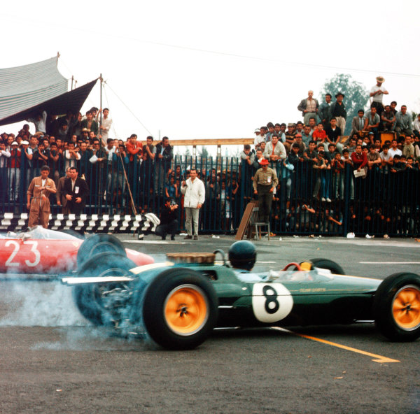 Mexico City, Mexico. 25 - 27 October 1963.Jim Clark (Lotus 25 Climax) and John Surtees (Ferrari Dino 156) at the start. Clark finished in 1st position, action. World Copyright: LAT Photographic.Ref:  MF1113
