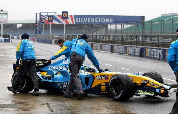 Giancarlo Fisichella (ITA) Renault R25.Formula One Testing, Silverstone, England, 22 February 2005.DIGITAL IMAGE