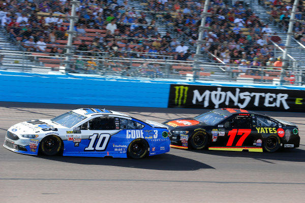 Monster Energy NASCAR Cup Series Can-Am 500 Phoenix Raceway, Avondale, AZ USA Sunday 12 November 2017 Danica Patrick, Stewart-Haas Racing, Code 3 Associates Ford Fusion and Ricky Stenhouse Jr, Roush Fenway Racing, Robert Yates Tribute Ford Fusion World Copyright: Russell LaBounty LAT Images