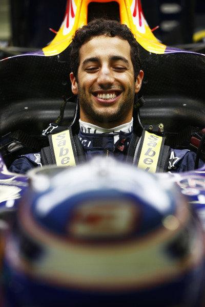 Marina Bay Circuit, Singapore. Thursday 18 September 2014. Daniel Ricciardo, Red Bull Racing. World Copyright: Andy Hone/LAT Photographic. ref: Digital Image _ONZ1968