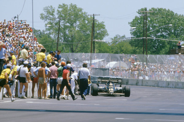 1984 United States Grand Prix.Fair Park, Dallas, Texas, USA. 6-8 July 1984. Nigel Mansell (Lotus 95T Renault) near to exhaustion, glanced a wall heavily and deranged the gear selectors on his car. He came to a standstill, then heroicly pushed his car to the line to eventually finish in sixth position. Due to this he collapsed with heat exhaustion but recovered quite quickly afterwards. World Copyright: LAT PhotographicRef-84_DAL_11.