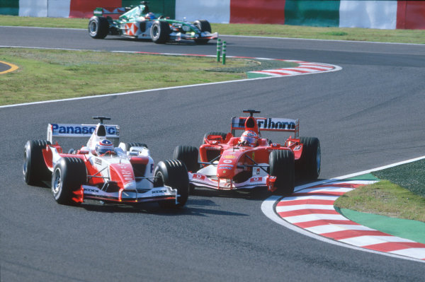 2004 Japanese Grand Prix.Suzuka , Japan 8th - 10th October 2004Rubens Barrichello, Ferrari F2004 attempts to overtake Olivier Panis, Toyota TF104. Action. World Copyright:Charles Coates/LAT Photographic ref: 35mm Image: A09