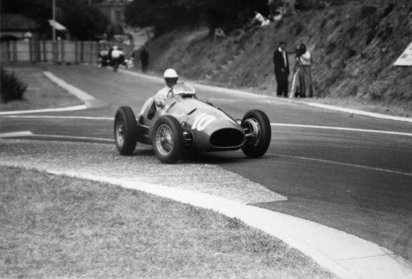 1952 French Grand Prix.Rouen-les-Essarts, France. 6 July 1952.Giuseppe Farina (Ferrari 500), 2nd position. Ref-52/30 #12A.World Copyright - LAT Photographic