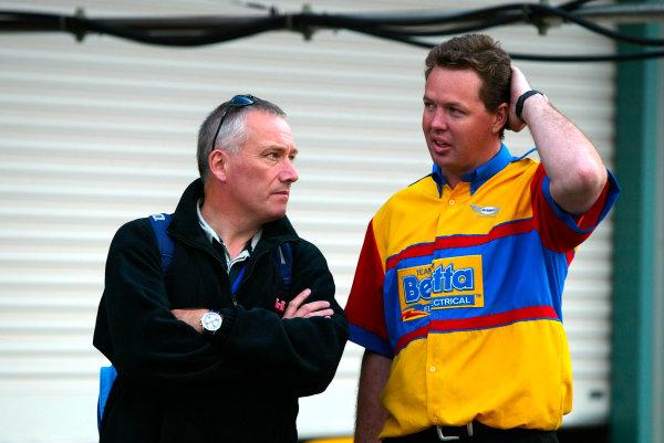 2003 Australian V8 SupercarsOran Park, Sydney, Australia. 17th August 2003.888 boss talks to Briggs Motorsport crew at Sydneys Oran Park. World Copyright: Mark Horsburgh/LAT Photographicref: Digital Image Only