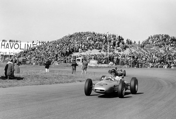 1962 Dutch Grand Prix Zandvoort, Holland. 18-20 May 1962 Dan Gurney (Porsche 804) leads Wolfgang Seidel (Emeryson Mk2-Climax).World Copyright: LAT PhotographicRef: Autosport b&w print