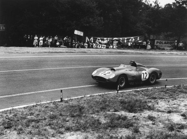 Le Mans, France. 20-21 June 1959.Dan Gurney/Jean Behra (Ferrari 250TR), retired, action.World Copyright: LAT PhotographicRef: Autocar Glass Plate C55880