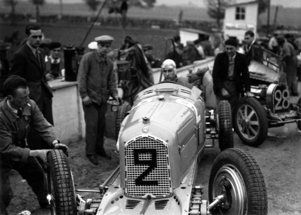 "1935 Picardie Grand Prix Peronne, France. 26 May 1935 Raymond Sommer, Alfa Romeo Tipo-B ""P3"", 3rd position, is pushed onto the grid, portrait, helmet World Copyright: Robert Fellowes/LAT PhotographicRef: 35PIC09"
