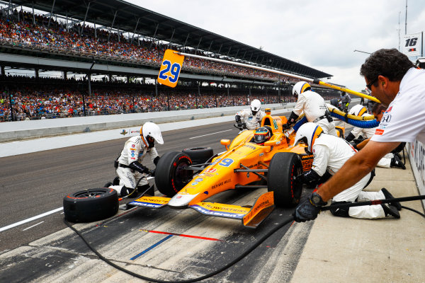 Verizon IndyCar Series Indianapolis 500 Race Indianapolis Motor Speedway, Indianapolis, IN USA Sunday 28 May 2017 Fernando Alonso, McLaren-Honda-Andretti Honda, makes a pit stop. World Copyright: Steven Tee/LAT Images ref: Digital Image _R3I8840