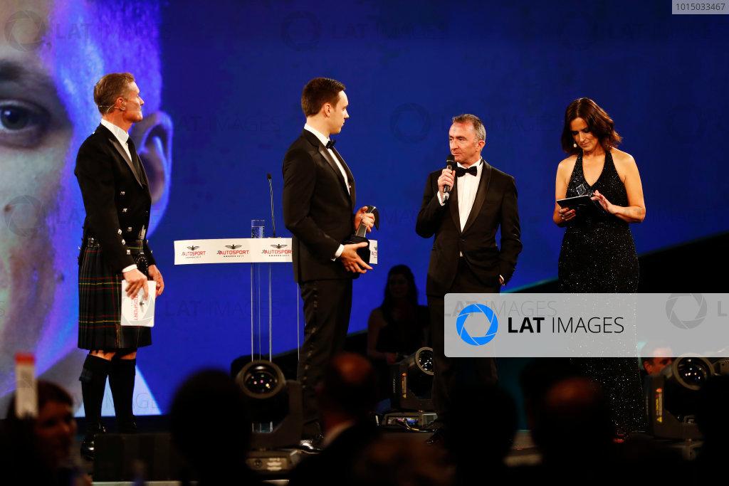 2017 Autosport Awards Grosvenor House Hotel, Park Lane, London. Sunday 3 December 2017. Paddy Lowe, Williams Martini Racing Formula 1, presents the Williams Engineer of the Future Award to Martin Zalmans. World Copyright: Joe Portlock/LAT Images Ref: Digital Image _o3i6957