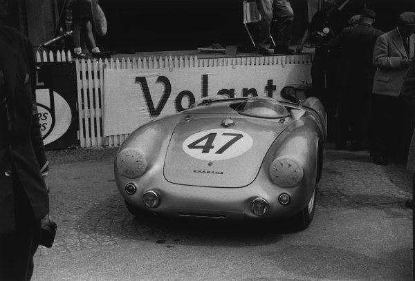 Le Mans, France. 12 - 13 June 1954.Zora Arcus-Duntov/Gustave Olivier (Porsche 550/1500 RS Spyder), 13th position, in the pits, action. World Copyright: LAT Photographic.Ref: 191 - 12A