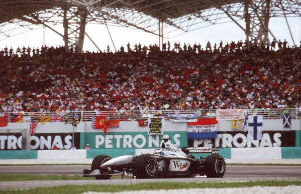 Sepang, Kuala Lumpur, Malaysia.20-22 October 2000.Mika Hakkinen (McLaren MP4/15 Mercedes) 4th position.World Copyright - Elford/LAT Photographicref: 35mm A51