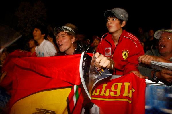Albert Park, Melbourne, Australia29th March 2009.Ferrari fans. Atmosphere. World Copyright: Charles Coates/LAT Photographicref: Digital Image _26Y0947