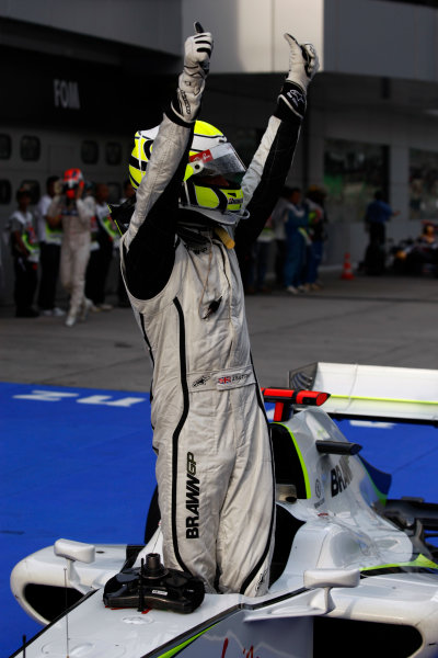 Sepang, Kuala Lumpur, Malaysia 4th April 2009 Pole sitter Jenson Button, Brawn GP BGP001 Mercedes. Portrait. Helmets.  World Copyright: Andrew Ferraro/LAT Photographic ref: Digital Image _H0Y9646