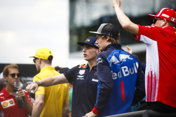 Brendon Hartley, Toro Rosso, talks to Max Verstappen, Red Bull Racing, on the drivers' parade. Also visible are Sebastian Vettel, Ferrari, Nico Hulkenberg, Renault Sport F1 Team, and Kimi Raikkonen, Ferrari.