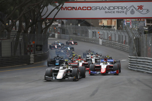 Theo Pourchaire (FRA, ART Grand Prix), leads Robert Shwartzman (RUS, Prema Racing), Oscar Piastri (AUS, Prema Racing), Dan Ticktum (GBR, Carlin), and the rest of the field at the start