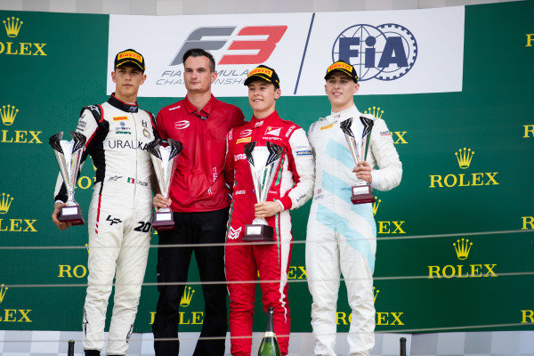 HUNGARORING, HUNGARY - AUGUST 04: Marcus Armstrong (NZL, PREMA Racing) Leonardo Pulcini (ITA, Hitech Grand Prix) and Jake Hughes (GBR, HWA RACELAB) during the Hungaroring at Hungaroring on August 04, 2019 in Hungaroring, Hungary. (Photo by Joe Portlock / LAT Images / FIA F3 Championship)