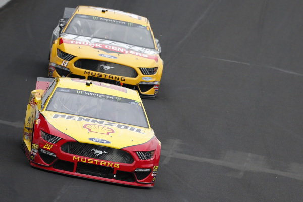#22: Joey Logano, Team Penske, Ford Mustang Shell Pennzoil #14: Clint Bowyer, Stewart-Haas Racing, Ford Mustang Rush / Cummins