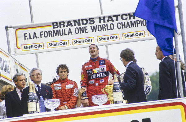 Nigel Mansell, 1st position, and Alain Prost, 3rd position, on the podium.