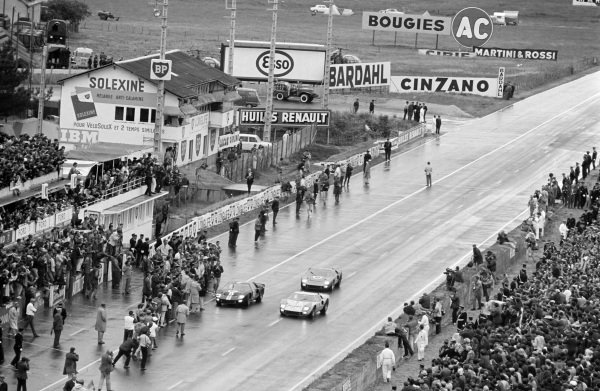 Bruce McLaren / Chris Amon, Shelby American Inc., Ford Mk II, leads Ken Miles / Denis Hulme, Shelby American Inc., Ford Mk II, and Ronnie Bucknum / Richard Hutcherson, Holman & Moody, Ford Mk II, across the finish line at the end of the race.