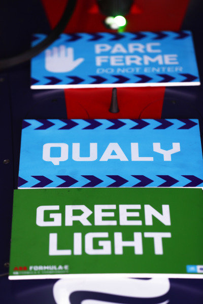 Parc Ferme, Qualifying and Green Light signs.