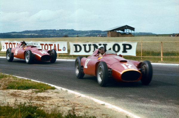 Reims, France. 29/6-1/7 1956. Eugenio Castellotti leads Peter Collins (both Lancia-Ferrari D50). They finished in 2nd and 1st positions respectively. Ref-56 FRA 01. World Copyright - LAT Photographic