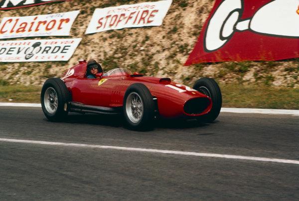 Rouen-Les-Essarts, France. 5-7 July 1957. Peter Collins (Lancia-Ferrari D50 801) 3rd position. Ref-57 FRA 07. World Copyright - LAT Photographic