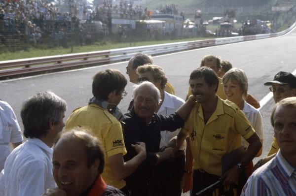 1982 Austrian Grand Prix.Osterreichring, Austria. 15 August 1982.Colin Chapman celebrates victory on the pitwall. Elio de Angelis, Lotus 91-Ford, 1st position, action.World Copyright: LAT Photographic. Ref: 82AUT51