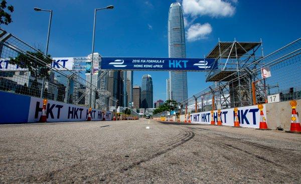 2016/2017 FIA Formula E Championship. Hong Kong ePrix, Hong Kong, China. Thursday 6 October 2016. A view of the start/finish straight. Photo: Zak Mauger/LAT/Formula E ref: Digital Image _X0W1052
