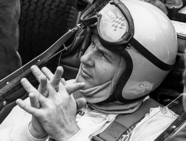 1969 Race of Champions. Brands Hatch, Great Britain. 16 March 1969. Bruce McLaren, McLaren M7B - Cosworth, retired, portrait. World Copyright: LAT Images. Ref: 991B_4A.
