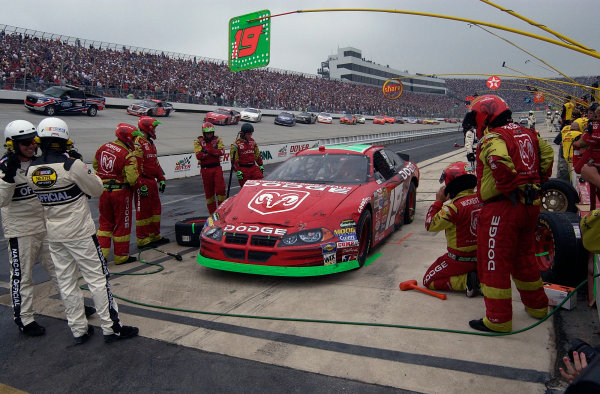 04-06 June, 2004, Dover International Speedway, USA,Jeremy Mayfield and crew wait on pit road under a red flag after being caught up in a wreckCopyright-Robt LeSieur 2004 USALAT Photographic